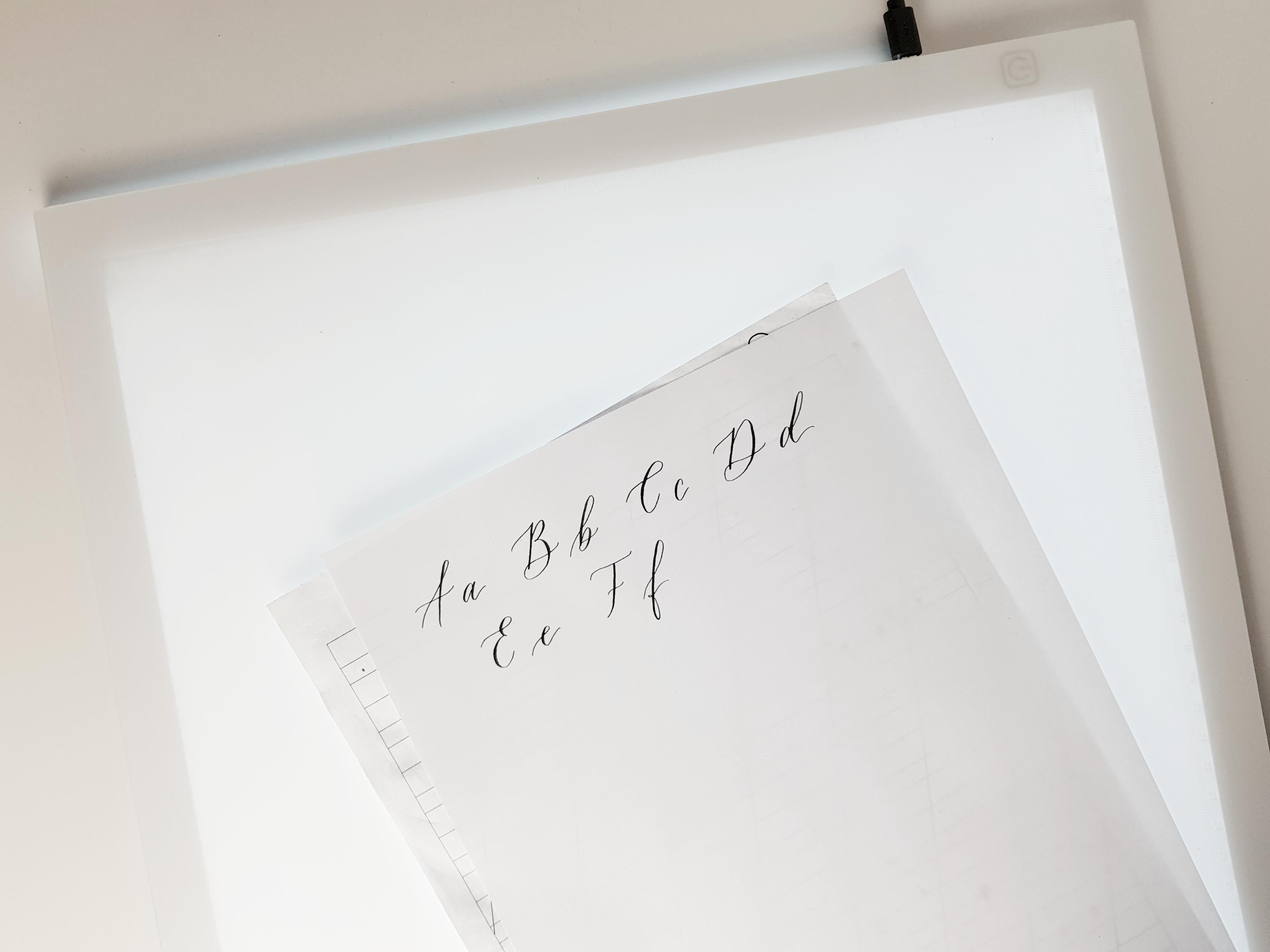 Kalligraphie Linienblatt mit Lightpad