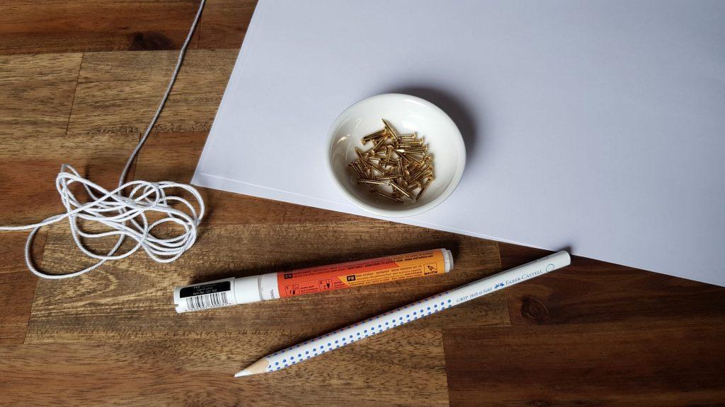 Materialien für die Gästewand mit String Art