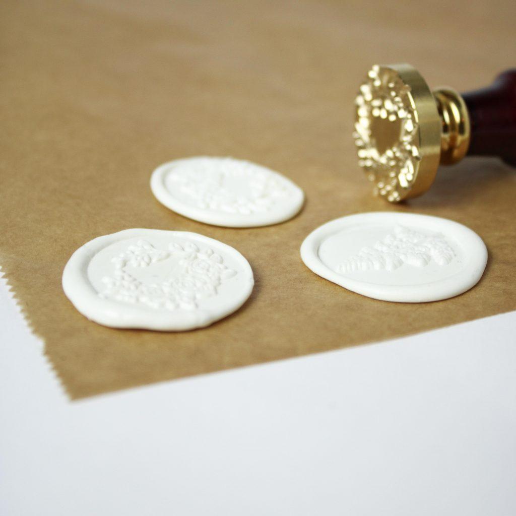 Wachssiegel auf Backpapier