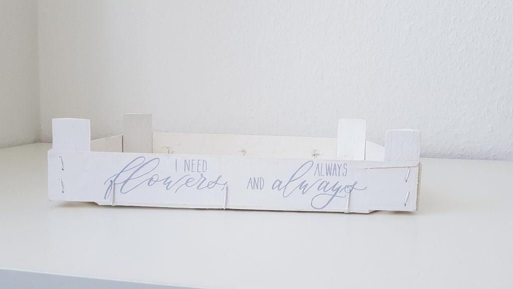 Obstkiste mit Kalligraphie
