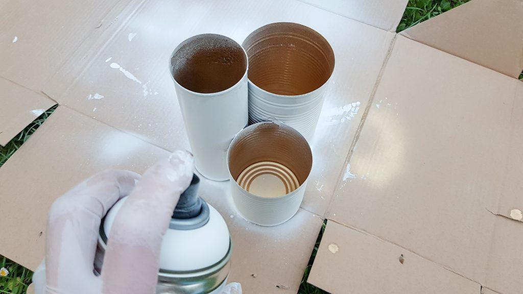 DIY Idee mit weißer Sprühfarbe