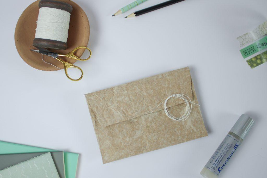 Upcycling-Umschlag aus Milchtüte
